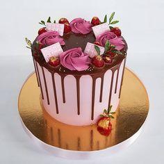 Pink Birthday, Birthday Cake, Buttercream Cake, Panna Cotta, Cake Decorating, Pudding, Chocolate, Ethnic Recipes, Cakes