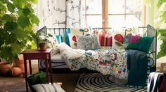 Beautiful-Cushion-Designs-to-Redecorate-your-Living-Room-Sofa_08