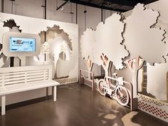 Good example of how color becomes less important when you have 3D elements that attract attention -- Civic Education Resource Centre - News - Frameweb