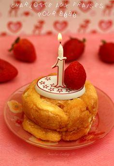 Une idée de petit gâteau pou bébé ! Je lui ai confectionné cette petite charlotte pour le jour de ses 1an et elle a vraiment adoré la déguster avec ses petites mains :-) Étant donné que son anniversaire était en semaine et que nous le fêtions en famille...