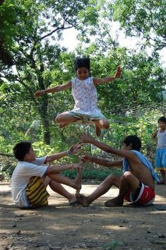 All Traditional Filipino Games(Compilation) - Larong Pinoy Village Kids, Village Games, Childhood Memories 90s, Childhood Games, School Memories, Village Photography, Philippines Culture, Filipino Culture, Kids Photography Boys