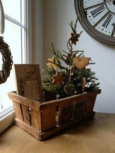 53 Amazing Primitive Country Christmas Trees Ideas To Copy Right Now Primitive Christmas Decorating, Primitive Country Christmas, Country Christmas Trees, Rustic Christmas Ornaments, Prim Christmas, Merry Little Christmas, All Things Christmas, Christmas Crafts, Christmas Vignette