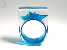 Ship ahoy - maritime boat ring with hand-made folded mini boats made of blue paper on a blue ring made of resin ///// © Isabell Kiefhaber www.geschmeideunterteck.de