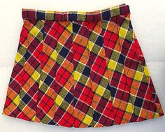 Girls vintage pleated skirt probably made in the late Wool mixture plaid in traditional Scottish tartan pattern Made in Britain by Ladybird The Vintage Kids Clothes, Vintage Children, Vintage Outfits, Moda Vintage, Vintage Men, Men Wearing Dresses, Tartan Pattern, Scottish Tartans, Pleated Skirt