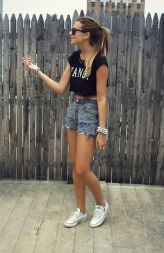 • jean Shorts • print top • white converse