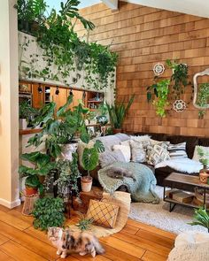 Bohemian Style Interior Design Decor Ideas: Are you ready to search for some outstanding and best décor ideas of Bohemian for your home? House Plants Decor, Plant Decor, Bohemian Interior, Bohemian Decor, Boho Chic, Scandinavian Interior, Deco Jungle, Jungle Bedroom, Jungle Living Room Decor