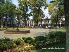 En Patzcuaro la Plaza Vasco de Quiroga