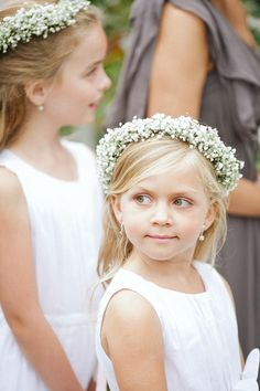 Pink + Gray Outdoor Wedding from Christina Diane Baby's Breath Flower Girl Wreath — cute but don't know what Lindsay dreams of or what goes with b'maids hair… - Beliebt Brautfrisuren Schleierkraut Wedding Hair Flowers, Bridesmaid Flowers, Flowers In Hair, Hair Wedding, Bridesmaid Hair, Flowergirl Flowers, Bridesmaids, Pretty Flowers, Wedding Cake