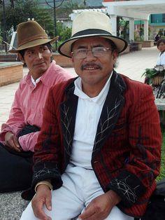 Hombre con traje tradicional de Santa María Nebaj, Quiché, Guatemala