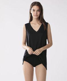 Топ с V-образным вырезом, 1699руб - Топ без рукавов и принта, с V-образным вырезом - Тенденции женской моды весна лето 2017 на Oysho онлайн.