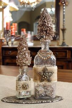 Hello! I'm finally posting the altered Xmas bottles my friend Jodi and I made last weekend. These are simple to make and so pretty. I love...