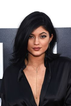 15-famosas-que-niegan-sus-cirugias-plasticas. Kylie Jenner. La hermana menor se aumentó los labios.
