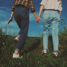 Best friends can make life easier if you let them - Aesthetic Photography Gay Aesthetic, Couple Aesthetic, Summer Aesthetic, Aesthetic Vintage, Aesthetic Pictures, Best Friends Aesthetic, Travel Aesthetic, Shotting Photo, Photographie Portrait Inspiration