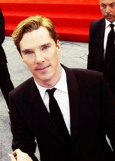 Benedict Cumberbatch (Sherlock): Sir, please control your cheekbones and your blonde hair! British Men, British Actors, Benedict Cumberbatch Tumblr, Beautiful Men, Beautiful People, Sharp Dressed Man, Attractive People, Baker Street, Martin Freeman