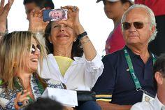 Koningin Silvia van Zweden draagt prinses Estelle altijd bij zich