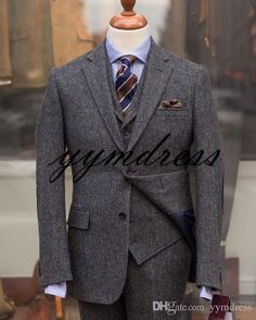 """tweedcs: """"Say hello to Mr Harris! First of three Harris Tweed suits this season, this herringbone comes in an office friendly grey/blue/green mix. Grey Tweed Suit, Mens Tweed Suit, Tweed Suits, Mens Suits, Groom Tuxedo, Tuxedo For Men, Suit Fashion, Mens Fashion, Suit Combinations"""