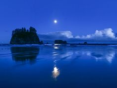 Moonset, Second Beach, Olympic National Park, Washington [state] , USA National Geographic / SuperStoc Bahia Honda State Park, World Heritage Sites, Night Skies, National Geographic, The Great Outdoors, Wonders Of The World, State Parks, Wilderness, Free Screensavers
