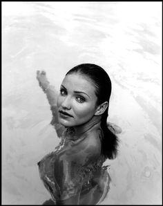 #actress Cameron Diaz #topless in water