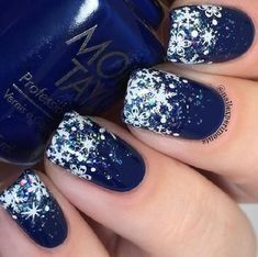 The royal blue color is always desirable in cold days even on nails. It's a bit dark and in this manicure that darkness is broken with white.
