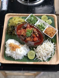 Rice noodles with spicy pork sauce,Nothern Thai food ขนมจีนน้ำเงี้ยว Thai Recipes, Asian Recipes, Thai Food Menu, Vietnamese Cuisine, Cafe Food, Love Eat, Indonesian Food, Rice Noodles, Food Design