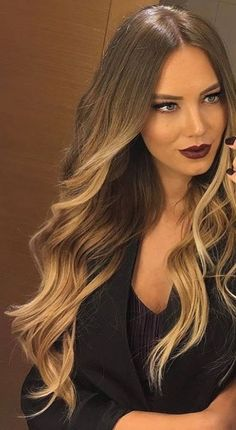 Burgundy lips, nails and long hair – ChicLadies. Hair Color Balayage, Hair Highlights, Ombre Hair, Blonde Bob Hairstyles, Pretty Hairstyles, Hair Tape, Rides Front, Cool Hair Color, Brunette Hair