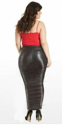 Big beautiful butt in a hobble skirt
