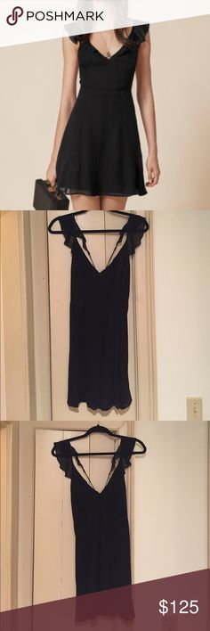 NWOT Reformation Issa Dress, Sz 4. SO everywhere! This is a brand  new Reformation dress. Issa style. Size 4. Sold out! Open to offers. So flattering! Reformation Dresses Mini
