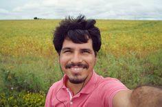 """""""Eles dizem que uma pessoa precisa de apenas três coisas para ser verdadeiramente feliz neste mundo: alguém para amar algo para fazer e algo para esperar"""". Tom Bodett #behappy #selfie #smile"""