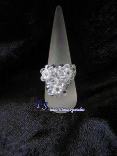 Ring mit Herz aus Glasschliffsteinen, Swarovski Bicone und Rocailles in den…