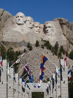mount rushmore.. what a wonderful sight to behold, stay for the dusk movie, listen to the eerie howl of the mind through the mountains