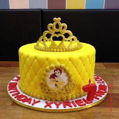 50 Beauty and the Beast Cake Design (Cake Idea) - February 2020 Beauty And Beast Cake, Beauty And The Beast Cake Birthdays, Belle Birthday Cake, Themed Birthday Cakes, 7th Birthday, Cake Designs Images, Cool Cake Designs, Torta Paw Patrol, Bakery Decor