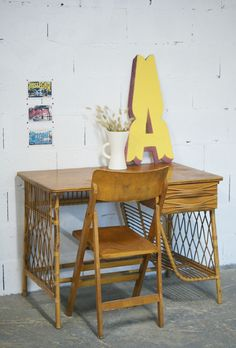 Bureau en rotin - Everything Old is New - vintage - brocante