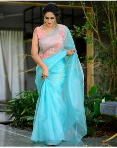 Saree Blouse Patterns, Saree Blouse Designs, Saree Painting Designs, Sari Dress, Simple Sarees, Saree Photoshoot, Organza Saree, Dress Clothes For Women, Kurti Designs Party Wear