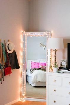 conforama chambre fille avec miroir grand et guirlande lumineux, murs beiges