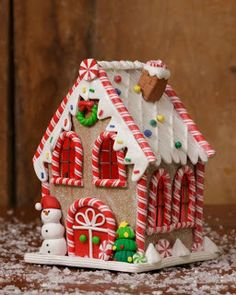 gingerbread house decoration, candy house with snowman, Shelley B Home and Holiday Christmas Candy House. Cool Gingerbread Houses, Gingerbread House Designs, Gingerbread House Parties, Gingerbread Decorations, Christmas Gingerbread House, Christmas Candy, Christmas Home, Gingerbread Cookies, Christmas Cookies