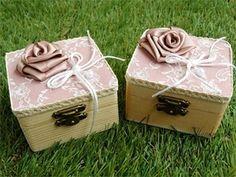 μπομπονιέρα γάμου κουτάκι ξύλινο vintage με δαντέλα σε σάπιο μήλο,σομον,εκρου,ροζ.