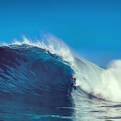 The Pacific Ocean is massive, luckily @floresjeremy knew where to be on this day. Photo: @Lynelle Wolak #QuikSurf