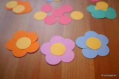 Frühling-Spring-Ostern-Fensterbild-Fensterdeko-Fenster-Dekoration-Pastell-Blumen-Stanzer-einfach-kleben-Cardstock-Papier-Blumen