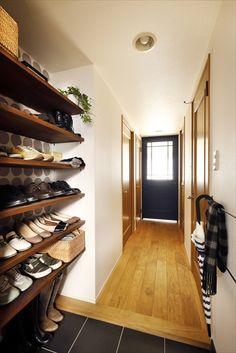リフォーム・リノベーションの事例|玄関|事例No.599|理想の暮らしを楽しむデザイン Shoe Rack, Home, Shoe Racks, Ad Home, Homes, Haus, Houses