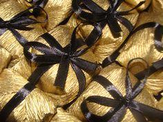 Bem Casado com papel crepom dourado e fita de cetim n 1 preta