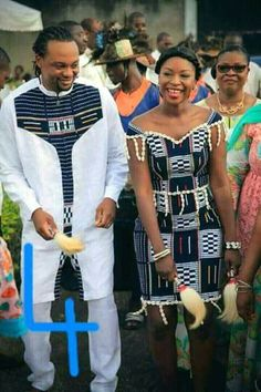 Mariage Couples African Outfits, African Dresses Men, Couple Outfits, African Print Fashion, Africa Fashion, African Wear, African Women, African Fashion Traditional, African Traditional Wedding