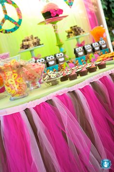 Love the bright colors of this owl party and the owl goodie bags