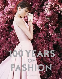 Audrey Hepburn - Years of Fashion' by Cally Blackman Best Fashion Books, Top Fashion, Vintage Fashion, Fashion Rocks, Fashion Deals, Classic Fashion, Classic Beauty, French Fashion, Fashion Tips