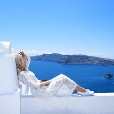 How to save money on travel? #travel #cheaptravel #traveltips #travelblogger #howto #viajar #Santorini #Greece #blue #fashion #lifestyle #white