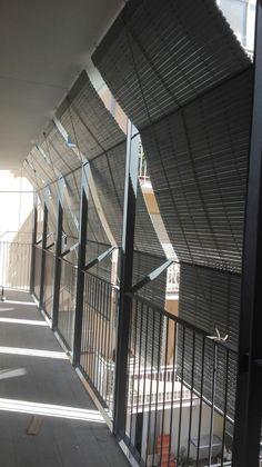Instalación de persianas alicantinas en edificio de 8 plantas.