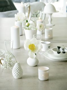 White flowers Centerpieces, Table Decorations, Place Settings, White Flowers, Tablescapes, Candle Holders, Vase, Entertaining, Candles
