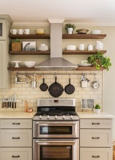 Nice 55 Inspired Small Kitchen Remodel and Storage Organization Ideas https://livinking.com/2017/09/17/55-inspired-small-kitchen-remodel-storage-organization-ideas/