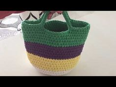 Crochet Box, Basket Bag, Crochet Videos, Cute Bags, Diy Arts And Crafts, Knitted Bags, Crochet Projects, Straw Bag, Crochet Patterns