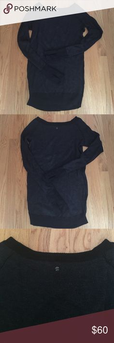 Lululemon chai time reversible sweater 2 / 4 The size tag is cut off so I can't confirm, but it fits like a 2 or 4. I'm usually 6 and this is a little small for me. Feel free to ask for measurement if you'd like. In good condition without holes or pilling. lululemon athletica Sweaters