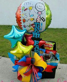 Bouquet Box, Candy Bouquet, Best Dad Gifts, Gifts For Dad, Valentine Crafts, Valentines, Balloon Arrangements, Balloon Gift, Surprise Box